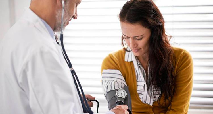 Mortes por AVC e doenças cardíacas caem em mulheres