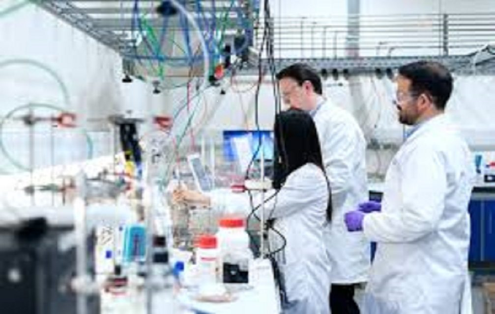 Criado plástico adesivo que inativa o novo coronavírus  por contato