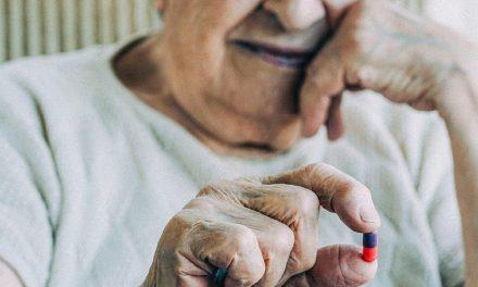 Por que idosos devem fazer suplementação de vitamina B12?